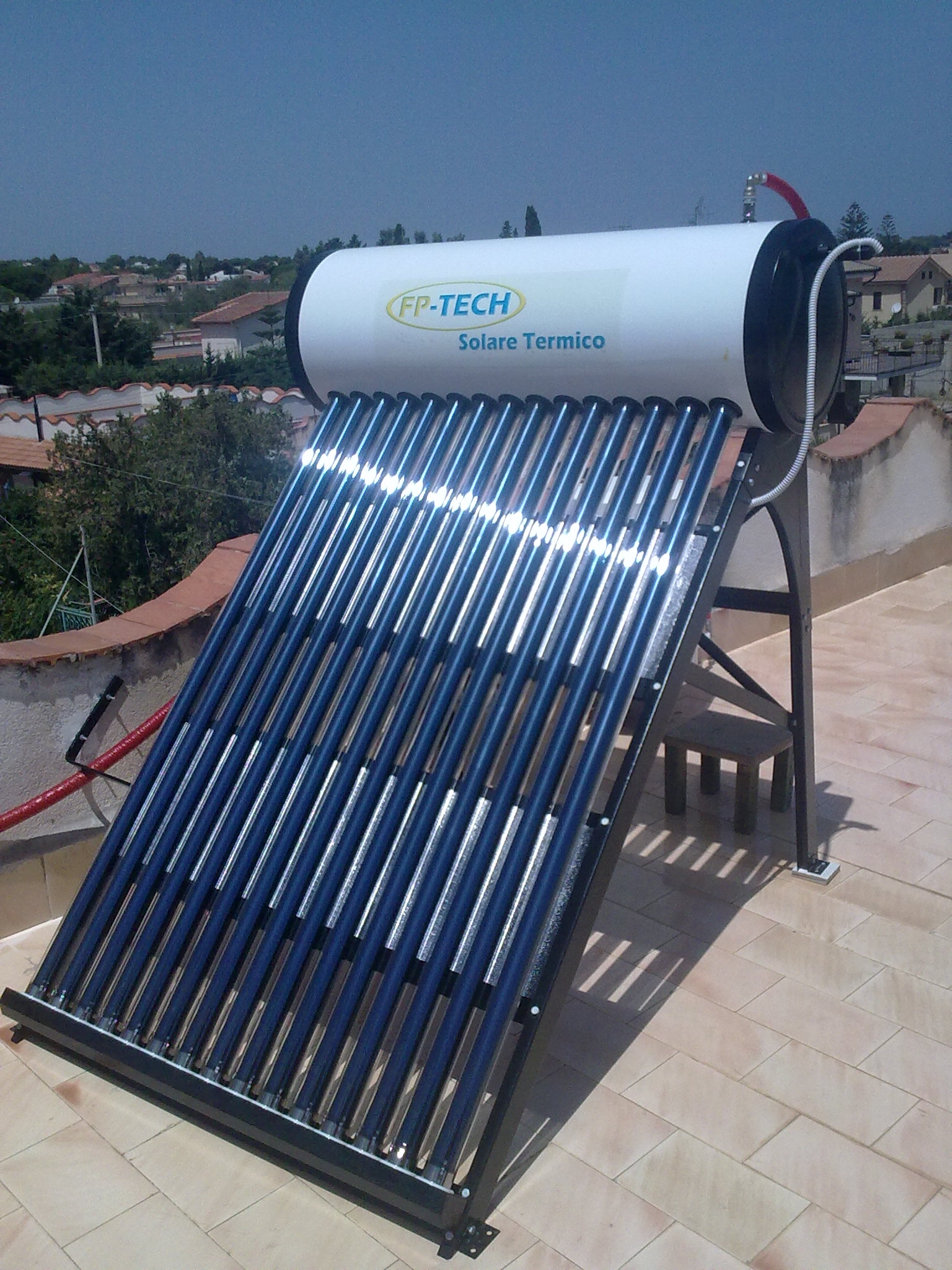 Pannello solare termico acqua calda acciaio inox 180 lt for Tubi di acqua calda sanitaria